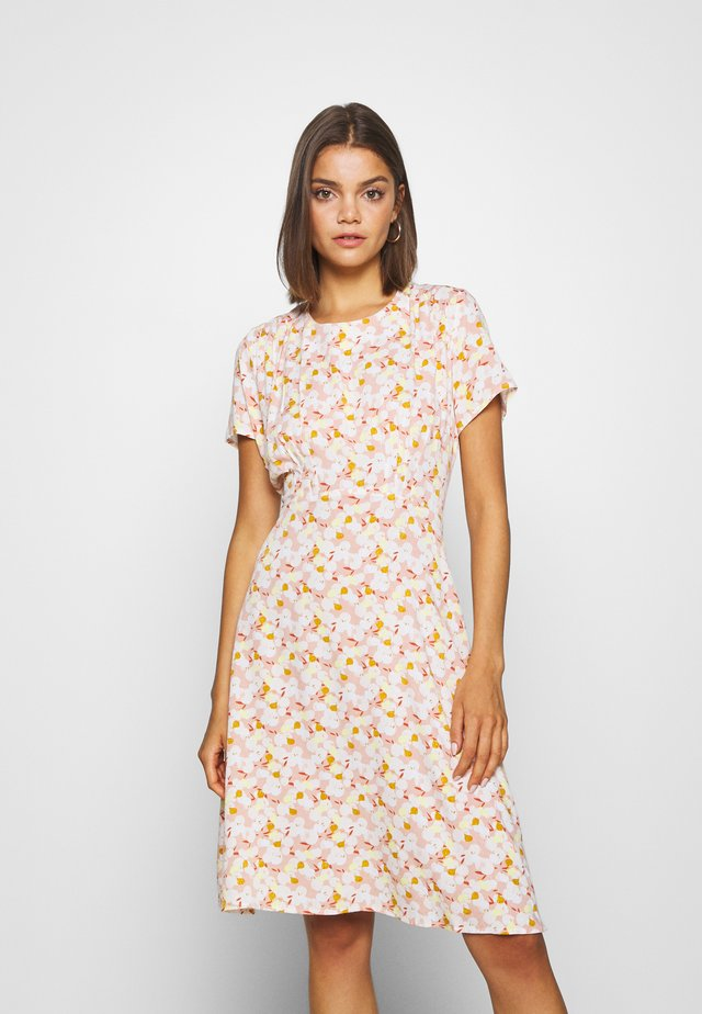 NUANOMA DRESS - Sukienka letnia - pink sand