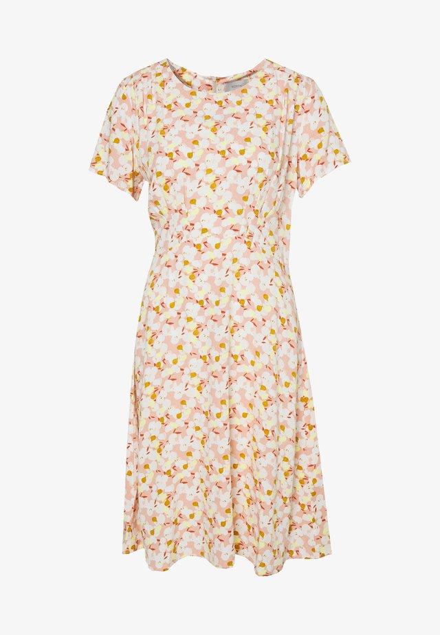 NUANOMA DRESS - Vapaa-ajan mekko - pink sand