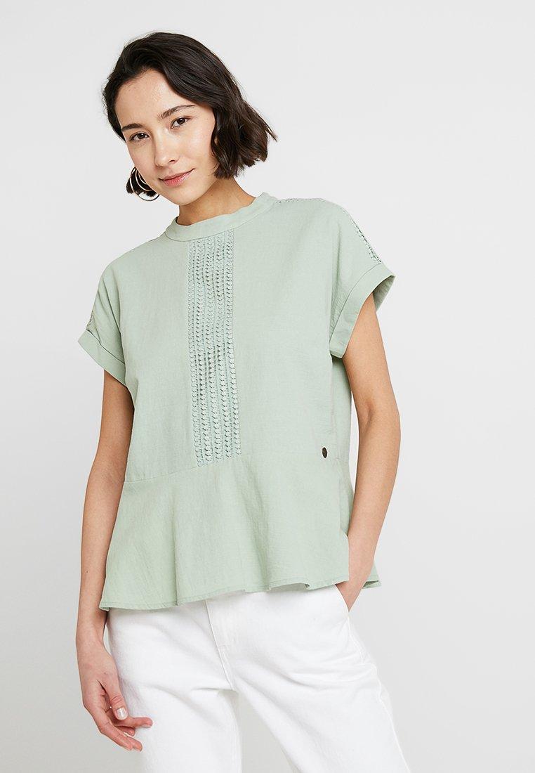 Nümph - KEAGAN BLOUSE - Bluser - light green