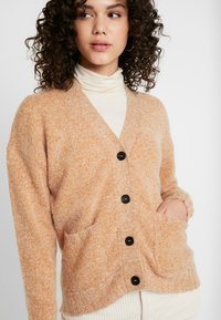 Nümph - NUMERILYN CARDIGAN - Cardigan - sudan brown - 4