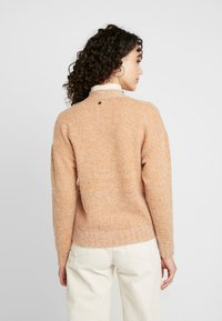 Nümph - NUMERILYN CARDIGAN - Cardigan - sudan brown