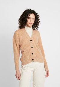 Nümph - NUMERILYN CARDIGAN - Cardigan - sudan brown - 0