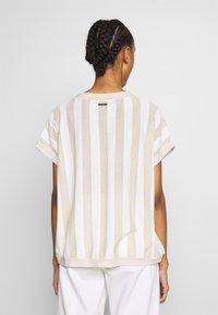 Nümph - NUACANTHA - Print T-shirt - cloud dancer - 2