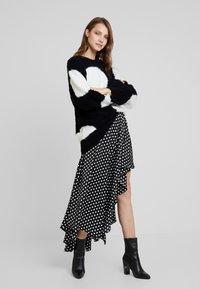 Nudie Jeans - HAMPUS - Sweter - black - 1