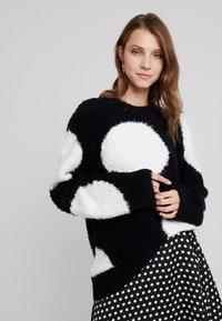Nudie Jeans - HAMPUS - Sweter - black - 0