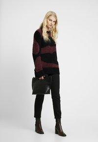 Nudie Jeans - HAMPUS - Jumper - black/bordeaux - 1