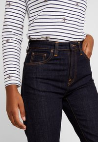 Nudie Jeans - BREEZY BRITT - Jeans relaxed fit - rinsed original - 4