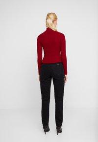 Nudie Jeans - BREEZY BRITT - Relaxed fit -farkut - black worn - 2