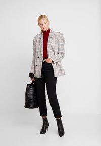 Nudie Jeans - BREEZY BRITT - Relaxed fit -farkut - black worn - 1