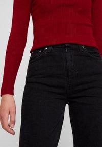 Nudie Jeans - BREEZY BRITT - Relaxed fit -farkut - black worn - 4