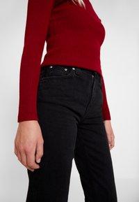 Nudie Jeans - BREEZY BRITT - Relaxed fit -farkut - black worn - 3