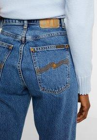 Nudie Jeans - BREEZY BRITT - Straight leg -farkut - friendly blue - 5