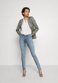 Nudie Jeans - LIN - Skinny-Farkut - indigo victim - 1
