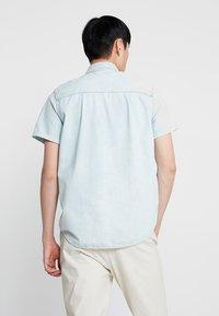 Nudie Jeans - HENRIK - Koszula - light shade - 2