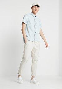 Nudie Jeans - HENRIK - Koszula - light shade - 1