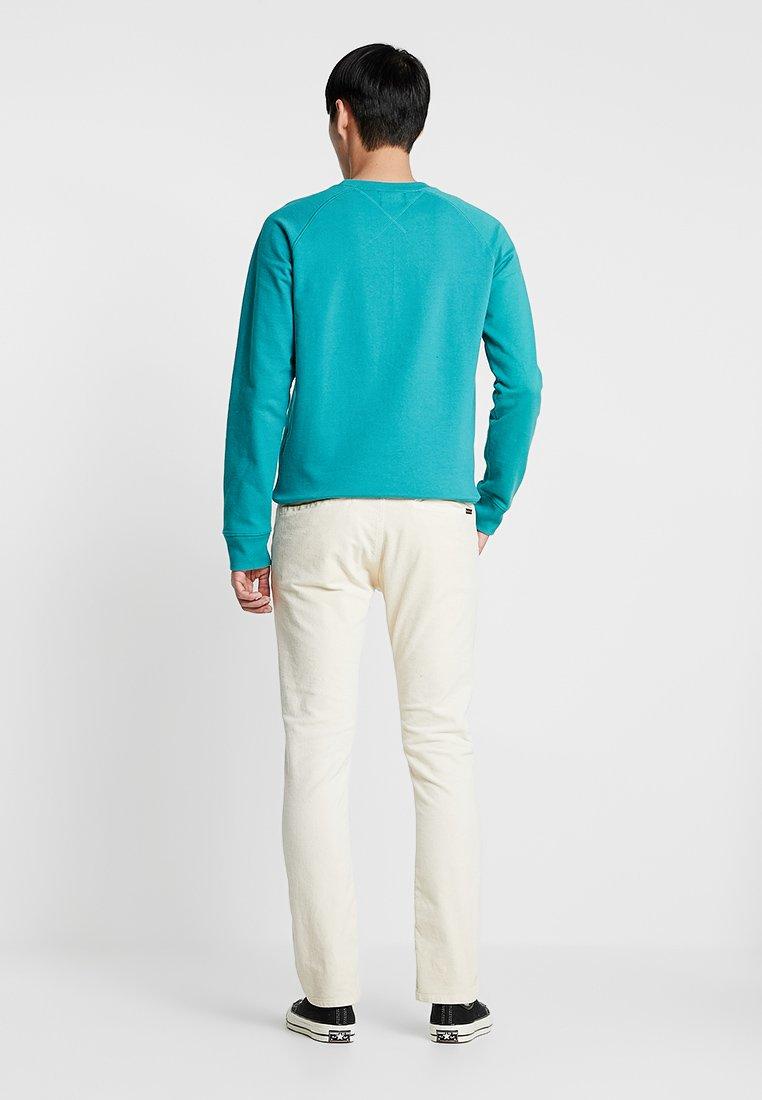 Nudie Dusty White Jeans Classique AdamPantalon cRLq5jS4A3