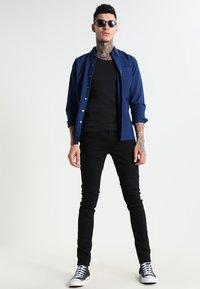 Nudie Jeans - SKINNY LIN - Jeans Skinny Fit - black denim - 1