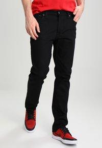 Nudie Jeans - DUDE DAN - Straight leg -farkut - dry ever black - 0