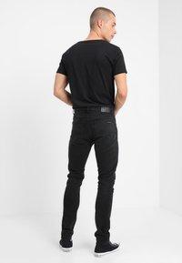 Nudie Jeans - LEAN DEAN - Slim fit jeans - authentic black - 2