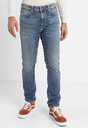 LEAN DEAN - Džíny Slim Fit - mid blue/orange