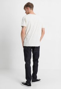 Nudie Jeans - ROGER - Jednoduché triko - offwhite - 2