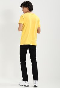 Nudie Jeans - ROGER - T-shirt basic - sun yellow - 2