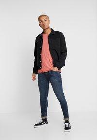 Nudie Jeans - ROGER - T-paita - dusty red - 1