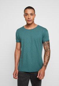 Nudie Jeans - ROGER - T-shirt basic - kattegatt - 0
