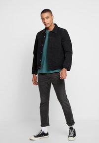 Nudie Jeans - ROGER - T-shirt basic - kattegatt - 1