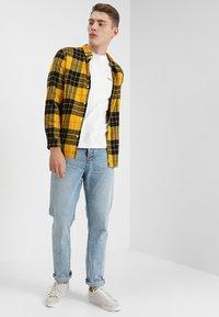 Nudie Jeans - DANIEL - Printtipaita - offwhite - 1