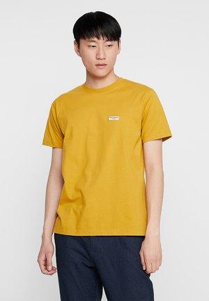 DANIEL - T-shirt basic - turmeric