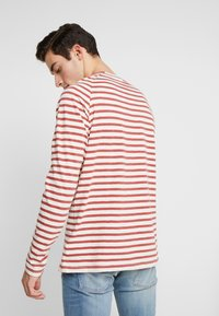 Nudie Jeans - Pitkähihainen paita - egg white/dusty red - 2