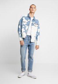 Nudie Jeans - JERRY - Džínová bunda - tye dye - 1
