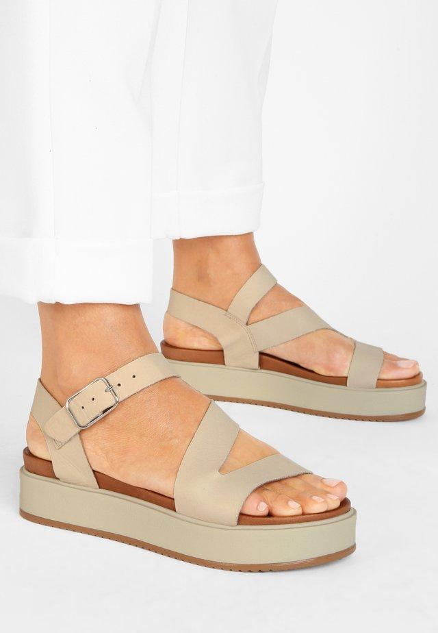 Sandalen met plateauzool - bone bne