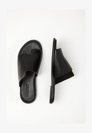 Sandaler - mntrl black nbl