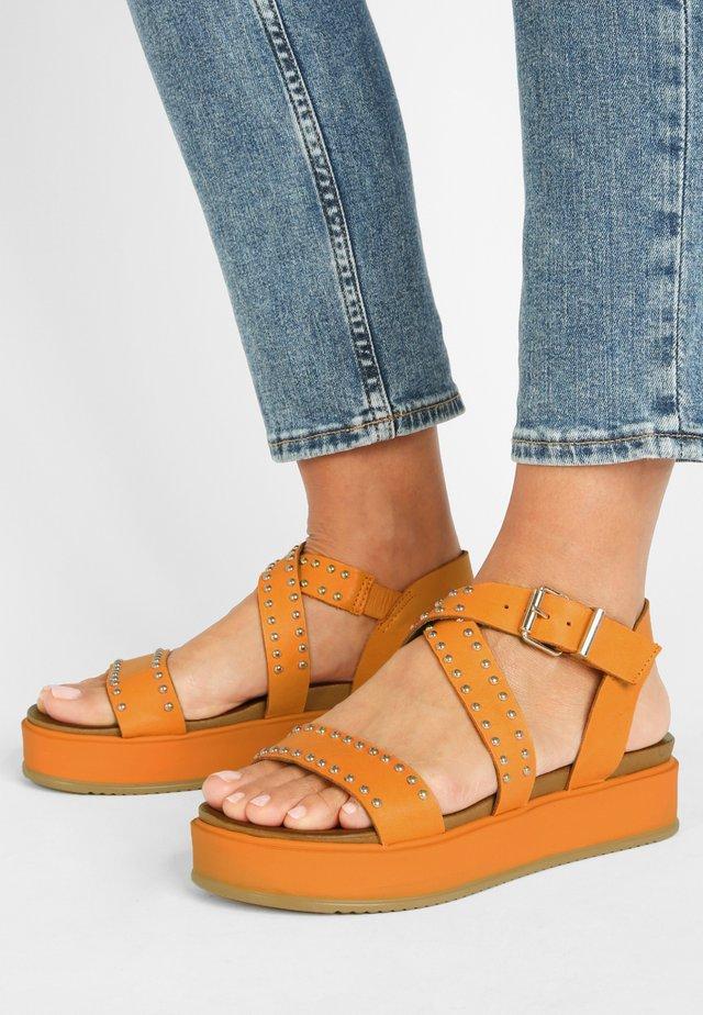 Sandały na platformie - orange org