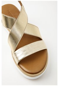 Inuovo - Plateausandalette - gold gld - 6