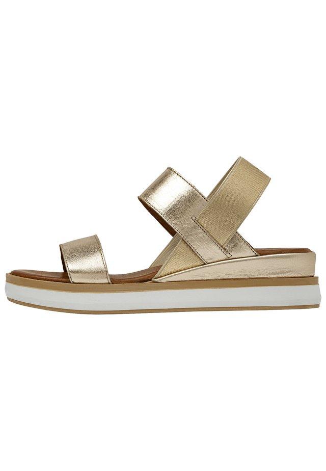 Sandały na platformie - gold gld