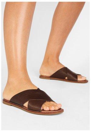 Sandaler - mntrl brown nbr