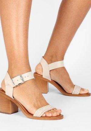 Sandalen - bone bne