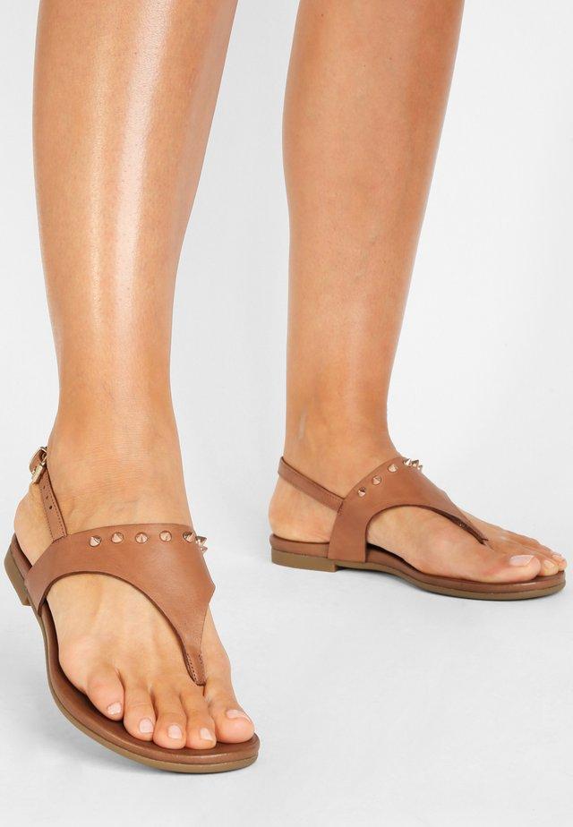 Sandaler m/ tåsplit - coconut ccn