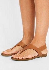 Inuovo - T-bar sandals - coconut ccn - 0