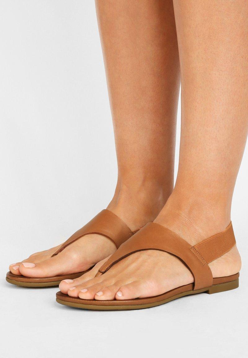 Inuovo - T-bar sandals - coconut ccn