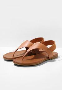 Inuovo - T-bar sandals - coconut ccn - 4