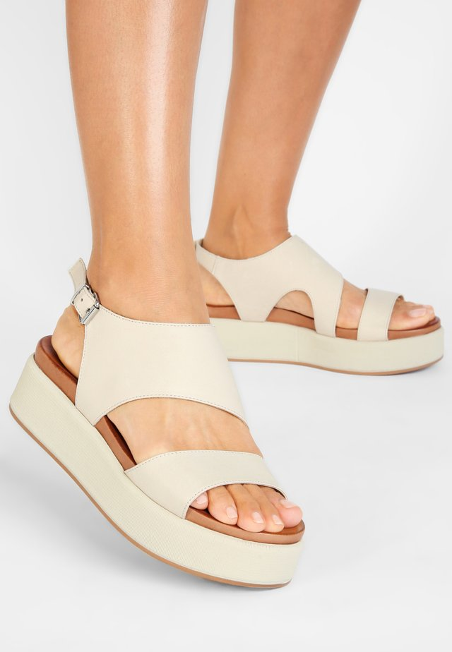 INUOVO  - Sandalen met plateauzool - bone bne