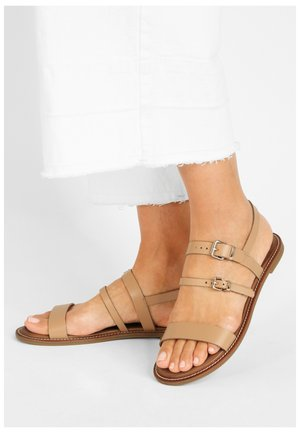 Sandals - bdrm scissors dsc