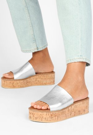 Heeled mules - silver