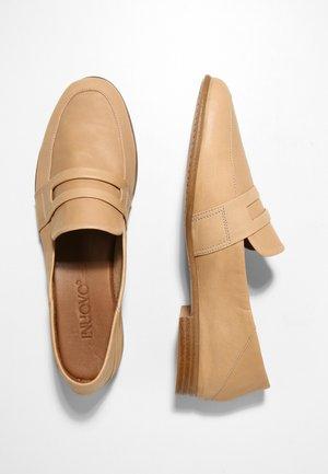 Loafers - scissors scs