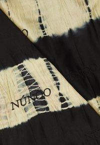 Núnoo - MARY SCARF DIP-DYE BLACK - Halsdoek - black/orange - 1
