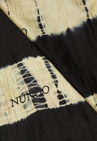 Núnoo - MARY SCARF DIP-DYE BLACK - Foulard - black/orange - 1